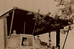 18 První chata -  obezdívání klubovny přízemí 1989