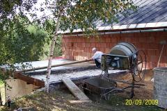 20. 9. 2009 - Izolace střešního pláště a betonáž pochůzné plochy nad skladem paliva
