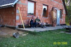 20. 9. 2009 - Krátký odpočinek po dokončené práci - betonáži