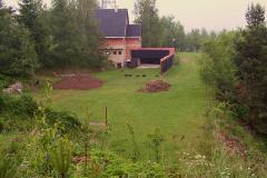 """2. 6. 2007 - Navezení zeminy pro stavbu pohyblivých terčů  """"Liška, prase nebo zajíc na průseku"""""""