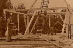 13 Stavba první chaty - krovu 1989