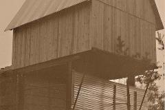 17 První chata  -  provizorní oplechování přízemní klubovny 1989